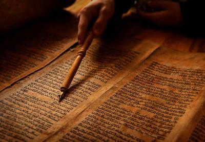 ¿Sabes cómo se tradujo la Biblia al español? Aquí te lo contamos