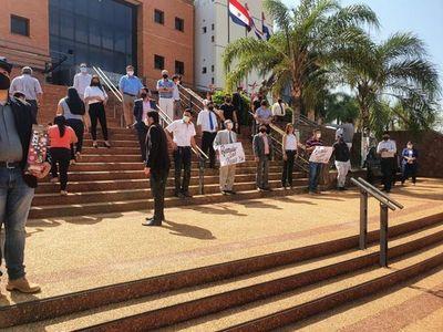 Abogados y escribanos piden restablecer actividades en Concepción