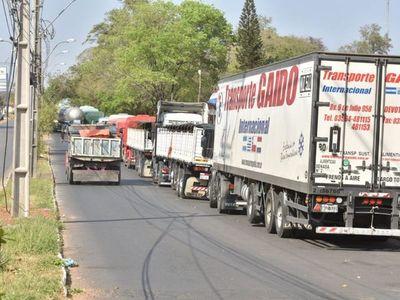 Camioneros paraguayos pueden avanzar tras desbloqueo de rutas en Clorinda