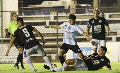 Guaireña y 12 de Octubre igualan en partido con seis goles