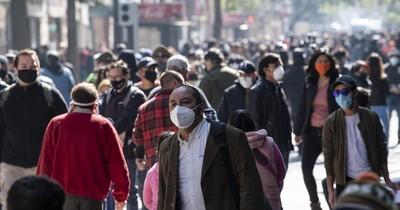 La Nación / A un mes del plebiscito, jornada de protesta terminó con disturbios en Santiago de Chile
