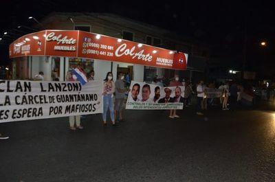 Ñembyenses siguen con las manifestaciones contra el clan Lanzoni