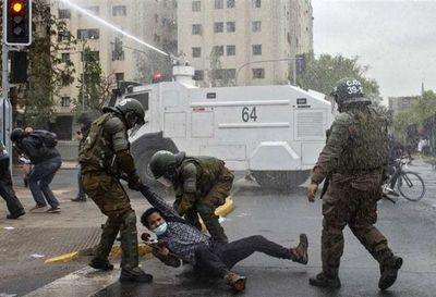 Disturbios en Santiago de Chile en nueva jornada de protestas a un mes del plebiscito