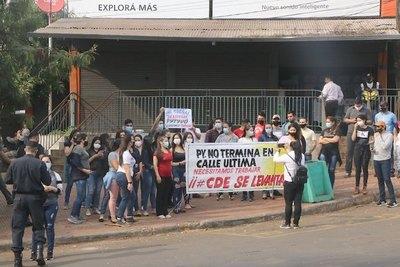 Crónica / Bolsonaro dejó en un orsái a gente de CDE