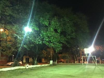 Barcequillo: Lumínica de tres plazas y zonas mejoradas mediante Itaipú