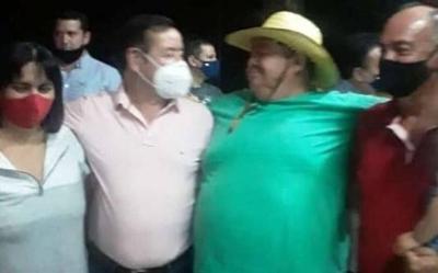HOY / Multitudinaria fiesta de Miguel Cuevas tras quedar en libertad