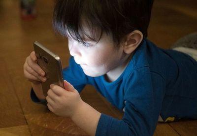 El confinamiento puede ocasionar conductas regresivas en los niños