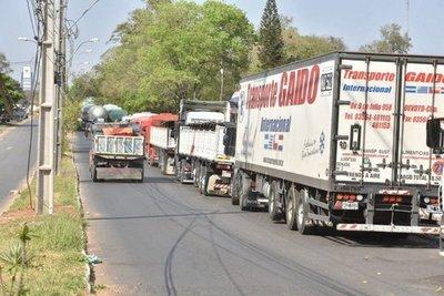 Consulesa paraguaya en Clorinda confirma fin del bloqueo al tránsito de camiones en esa frontera con Argentina