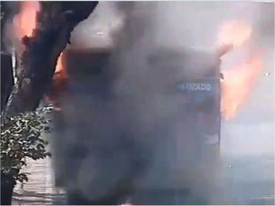 Colectivo se incendia en la avenida Mariscal López