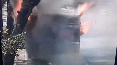 Bus ardió en llamas sobre Mariscal López