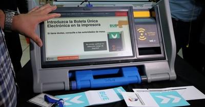 La Nación / TSJE coloca a punto las máquinas de votación para capacitaciones