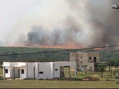 Incendio de gran magnitud en reserva de Itaipú