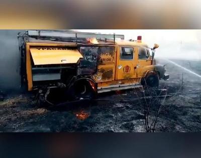 Tristeza total: Camión de bomberos ardió en llamas mientras intentaban sofocar incendios forestales