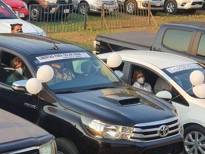 Familias de secuestrados participan en auto misa por la paz