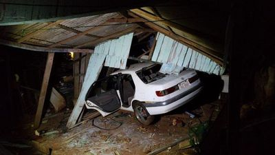 Automóvil se incrusta en una vivienda