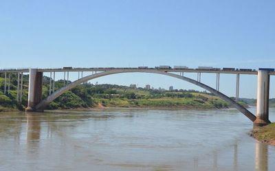 Bolsonaro omoañete Puente de la Amistad ilkatúta ojehasa
