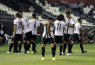 En el debut de Morínigo, Libertad goleó a San Lorenzo