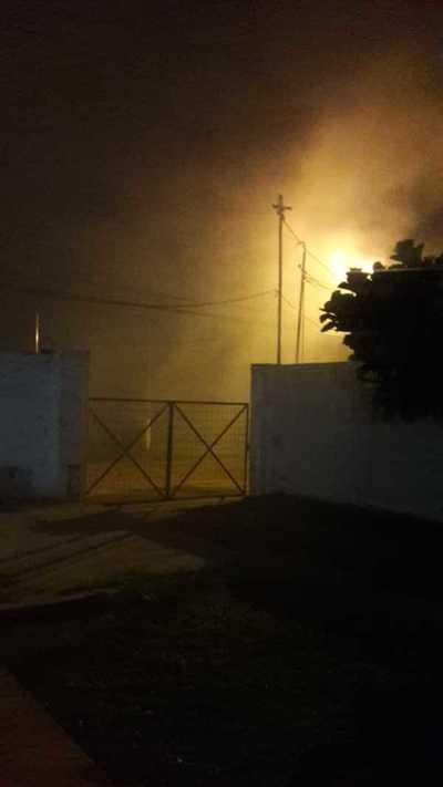 (Video) Fuego y susto en el barrio San Luis