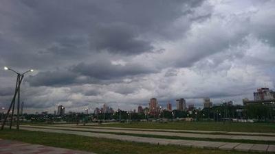 Anuncian domingo caluroso con ocasionales tormentas eléctricas