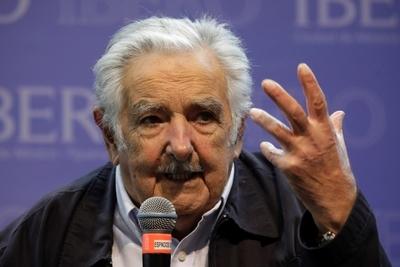 Mujica confirma que dejará en breve su escaño de senador por edad y por salud