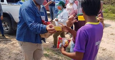 La Nación / Entregan víveres e insumos médicos a indígenas de Puerto Casado