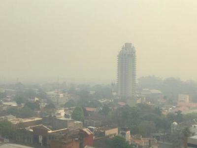 Densa humareda cubre la capital tras varios incendios