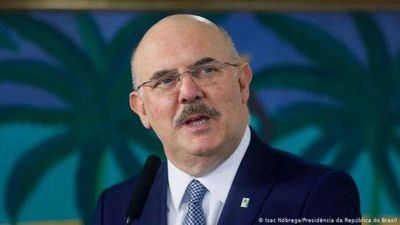 Fiscalía de Brasil pide investigar a ministro por homofobia