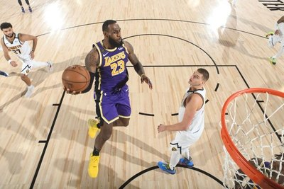 LeBron James remata a Denver y lleva a los Lakers a su primera final desde 2010