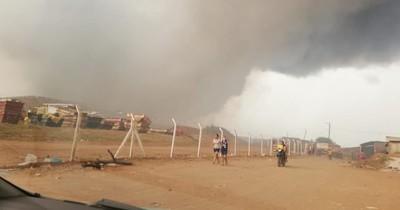 La Nación / Incendio se reaviva en Cateura y pobladores dejan sus casas