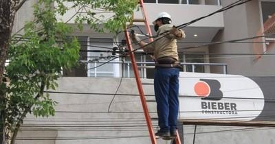 La Nación / Falta de energía eléctrica es a causa del fuerte viento, según la Ande