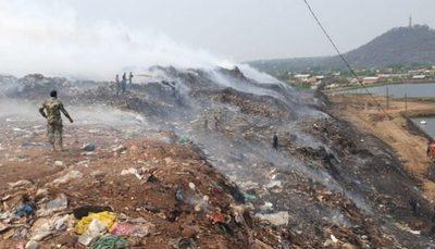 Militares se unen a la lucha contra las llamas en Cateura