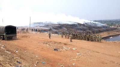 Combaten incendio con ayuda de helicóptero en Cateura