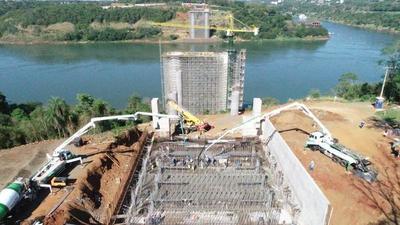 Culmina construcción de columnas principales del segundo puente en Presidente Franco