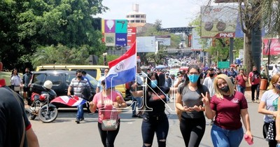 La Nación / Reapertura del puente: CDE esperará hasta el miércoles, o volverán a manifestarse