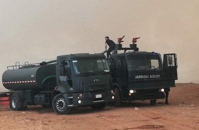 Varias instituciones se unen en la lucha contra el incendio en Cateura