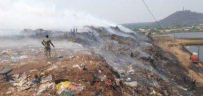 Guerra por la basura: acusan que incendio de vertedero fue provocado