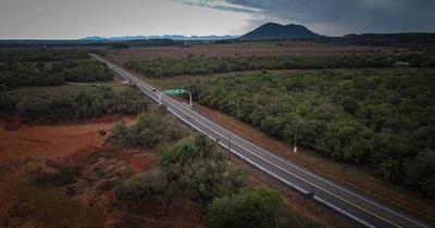 Abdo Benítez inauguró 65 kilómetros de rutas en Guairá