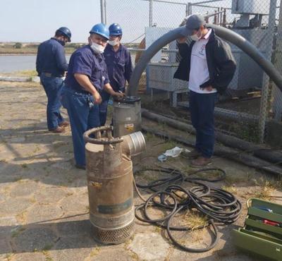 Enfrentando bajante del río Paraguay: Essap instala electrobomba de agua en Viñas Cue