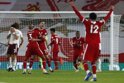 Liverpool derrota al Arsenal y mantiene su marcha perfecta en la Premier League
