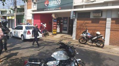 Asaltante fallece tras forcejeo con funcionario de Copaco dentro del local