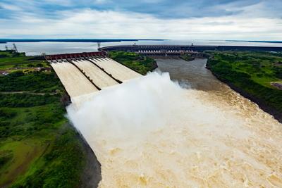 Itaipú genera energía a precio irrisorio para el Brasil y la ANDE aplica tarifazos.