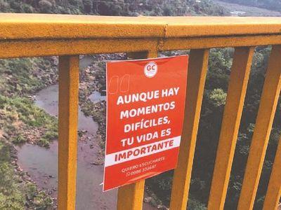 Colocan carteles en el puente de Hernandarias para evitar suicidios