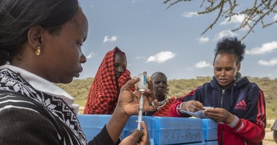 La Nación / Cien millones adicionales de dosis de vacunas para los países más pobres