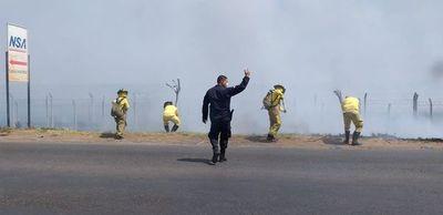 Incendio genera peligro en zona del aeropuerto en Luque