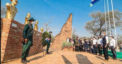 Presidente Abdo Benítez rindió homenaje a héroes de Boquerón