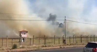 Incendio de pastizal se expande en terreno del Aeropuerto Silvio Pettirossi