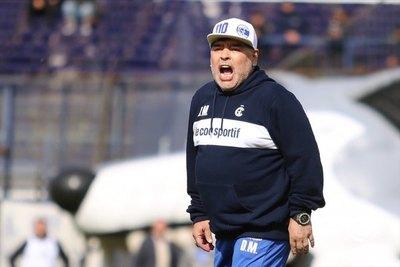 Diego Maradona 'renovó' su camiseta de Guaraní