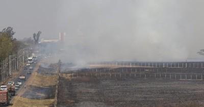 La Nación / Nuevo incendio afectó la zona del aeropuerto