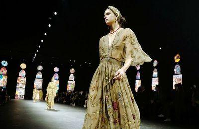 Feminismo literario en moda  Dior