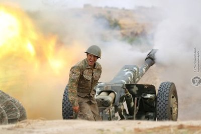 """Cuarto día de choques entre Armenia y Azerbaiyán: """"Se libran combates en toda la línea del frente"""""""